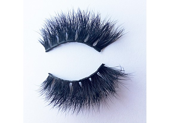 Where should the false eyelashes be attached? And Tips for applying false eyelashes for the first time